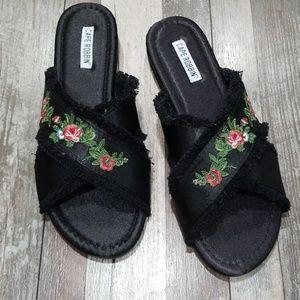 Black floral criss cross strap sandals size 9 NWT